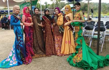 Kolaborasi Mahasiswa Prodi Tata Boga, Tata Busana, dan Tata Rias Dalam memeriahkan Hari jadi Desa Srimartani, Piyungan